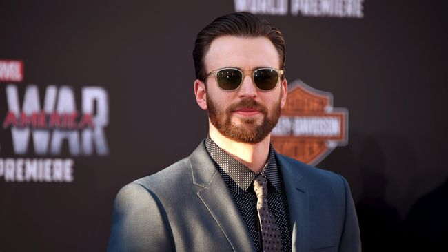 Aktor Chris Evans menanggapi sejumlah spekulasi yang beredar setelah ia menuliskan sejumlah tweet tentang Captain America.