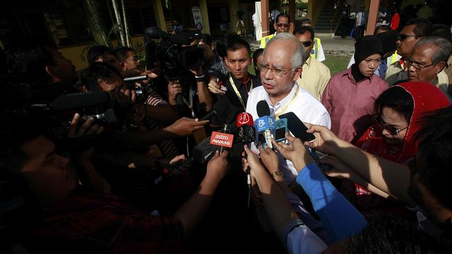 Wartawan di Malaysia lebih tahu nama putra Joko Widodo ketimbang anak-anak Perdana Menteri Najib Razak. Kehidupan pers di Malaysia juga penuh intimidasi.
