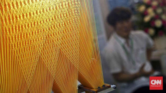 Pengusaha tekstil meminta pemerintah cepat mencari solusi agar banjir impor yang selama ini menggerus usaha mereka bisa segera diatasi.