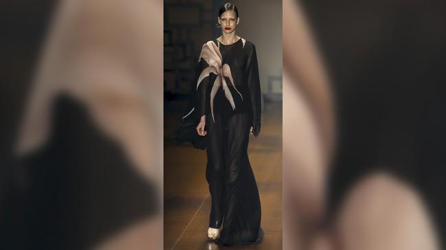 Sao Paulo Fashion Week 2016 kembali digelar sejak beberapa hari lalu. Beragam desainer top pun ikut meramaikan pekan mode di Brasil ini.