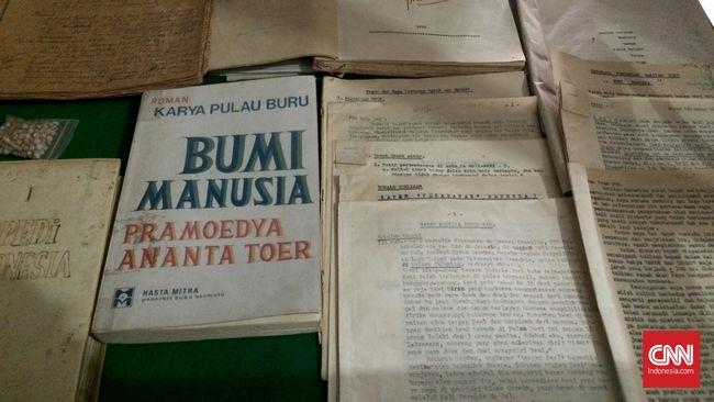 Sastrawan Puthut Ea menjamin Pram tidak menyebarkan komunisme melalui karya sastranya. Baginya, Pram malah menekankan eksistensi manusia, serta permasalahannya.