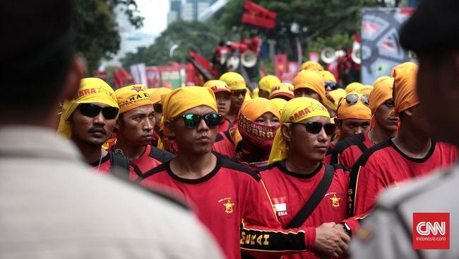 Konfederasi Serikat Pekerja Indonesia menyebut RUU Omnibus Law Cipta Kerja tak menciptakan lapangan kerja, namun malah menjadi landasan eksploitasi pekerja.