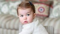 Ketika berusia enam bulan, pihak Kerajaan Inggris kembali mempublikasi foto Putri Charlotte yang menggemaskan. (Foto: Kate Middleton)