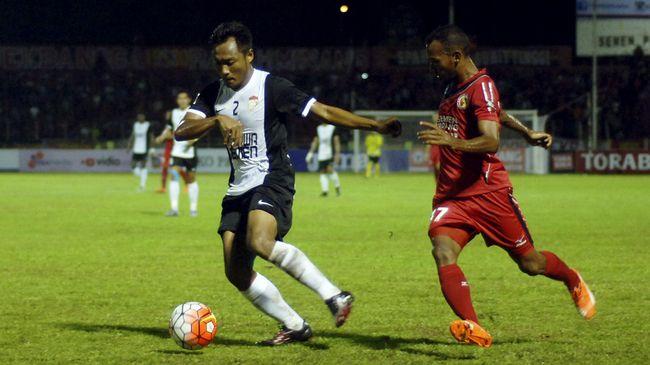 Meski sukses mengalahkan Semen Padang, namun pelatih PSM Makassar Robert Rene Alberts kecewa dengan konsentrasi lini belakang tim asuhannya.