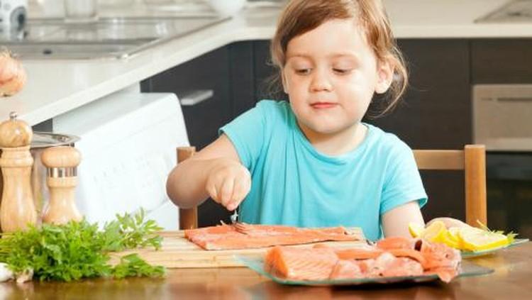 Tanpa kita sadari ada kebiasaan dalam pengolahan makan yang bikin nutrisi di makanan si kecil berkurang banyak. Apa itu?
