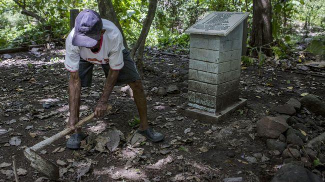 Menko Polhukam Luhut Pandjaitan berkata, TNI AD menyetujui wacana penggalian kuburan massal korban 1965.