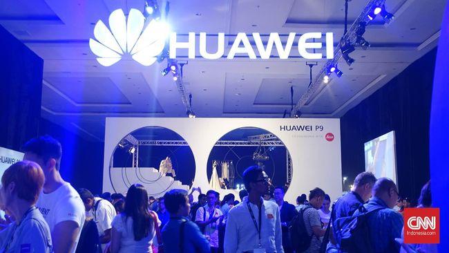 Huawei segera merilis smartphone yang dapat dilipat layarnya pada November mendatang.