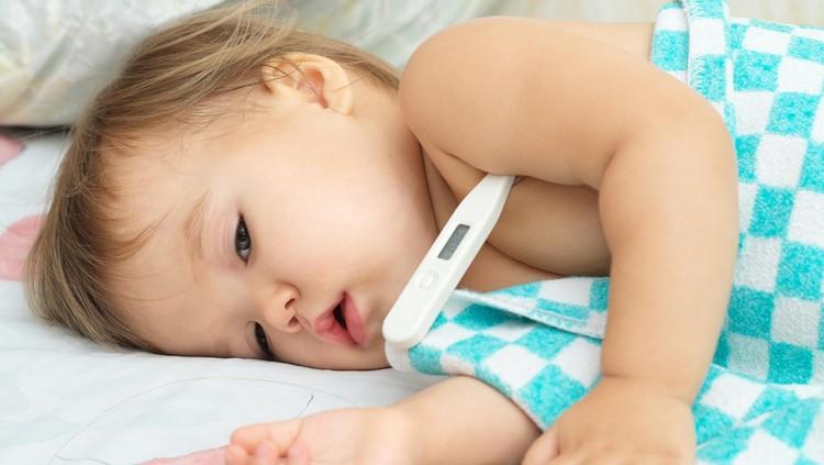 Pertolongan pertama ini perlu Bunda tahu ketika si kecil demam tinggi. Jangan panik ya!