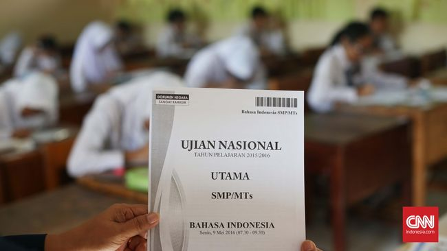Pengamat dan praktisi pendidikan menyindir soal kebijakan yang seolah kerap berganti saat pergantian menteri, termasuk untuk hal kurikulum dan ujian nasional