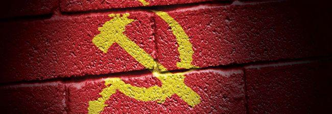 Kampanye anti-komunis kembali gencar. Sejumlah acara kebudayaan dituding disusupi komunis. Seakan kebetulan, gambar palu-arit ditemukan di sana sini.