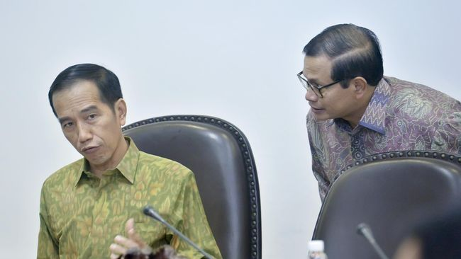 Kunjungan ke Natuna menurut Sekretaris Kabinet Pramono Anung merupakan pesan Presiden bahwa Natuna adalah bagian dari kedaulatan NKRI.