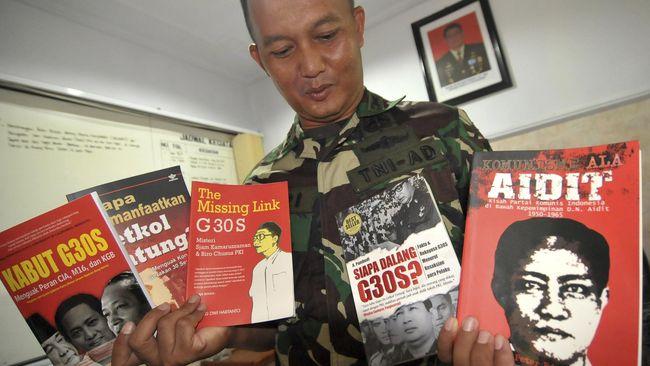 Aksi aparat memberangus buku-buku yang dianggap kiri, tidak jelas. Ada buku yang sebenarnya berisi dukungan terhadap pemerintah, tapi ikut ditarik juga.
