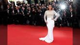 Berbagai baju menawan hadir di festival film bergengsi ini. Mulai dari long dress hingga celana monokrom tampil di red carpet Cannes Film Festival 2016.