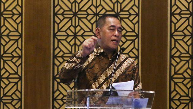Menteri Pertahanan Ryamizard Ryacudu menganggap kebangkitan PKI itu nyata. Ia meminta semua pihak kembali ke Pancasila yang tak ke kiri dan ke kanan.