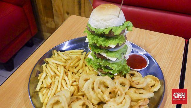 Ada sederet makanan dan minuman yang sebaiknya dihindari atau dikonsumsi secara bijak agar hati tetap sehat.