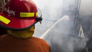 Petugas Temukan Titik Api Kebakaran Kemensos Lalu Dipadamkan