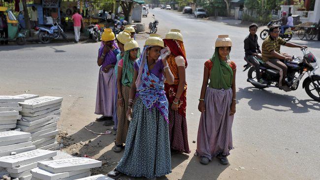 Seorang penjahit di India didakwa atas tuduhan pelecehan seksual dan penganiayaan terhadap anak di bawah umur yang kerap dilakukannya sejak 2004 silam.