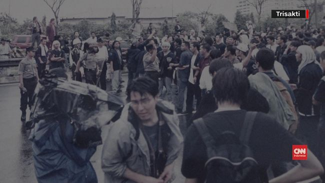 Kerusuhan ini dilatarbelakangi oleh keprihatinan Indonesia yang dihantam krisis ekonomi dan politik. Berikut kronologi Peristiwa Trisakti atau tragedi Mei 1998.