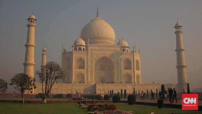 Polusi udara New Delhi dilaporkan semakin parah, levelnya tiga kali lipat melampaui Beijing hingga menjadi yang terparah dalam tiga tahun terakhir.