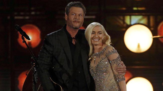 Blake Shelton menyebut makin yakin menjalin asmara dengan Gwen Stefani usai tiga tahun pacaran, namun untuk pernikahan, ia punya jawabannya sendiri.