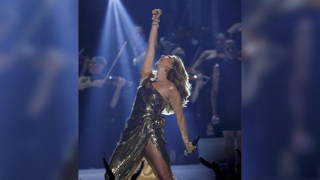 Panggung T-Mobile Arena, Las Vegas menjadi saksi tangisan Celine Dion, senyum Kesha, sampai romantisme Blake Shelton dan Gwen Stefani.