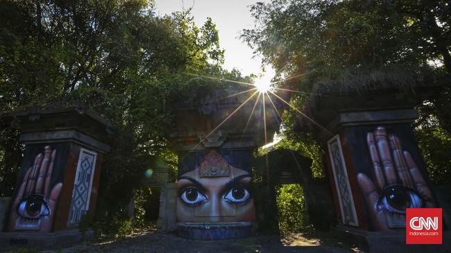 Bali bukan hanya pura, pantai dan persawahan hijau. Di ujung Pantai Padang Galak, Sanur, ada tempat wisata unik yang lama terlupa.