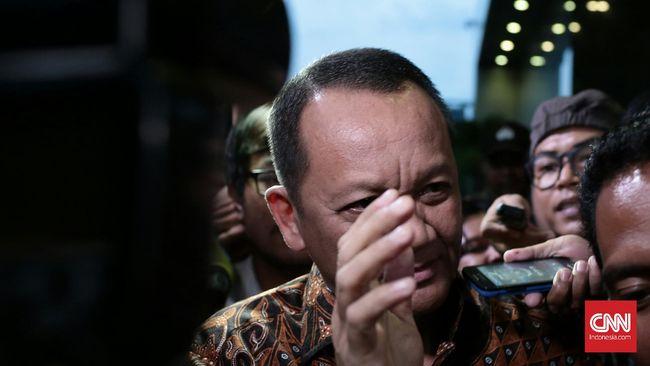 Sekretaris Mahkamah Agung (MA) Nurhadi selesai diperiksa selama 8 jam di gedung KPK,Jakarta.Selasa 24 Mei 2016. Pagi ini dia tiba untuk dimintai keterangannya untuk tersangka Doddy Aryanto Sumpeno. Nurhadi yang sebelumnya mangkir dari panggilan lembaga antirasuah.CNN Indonesia/Andry Novelino