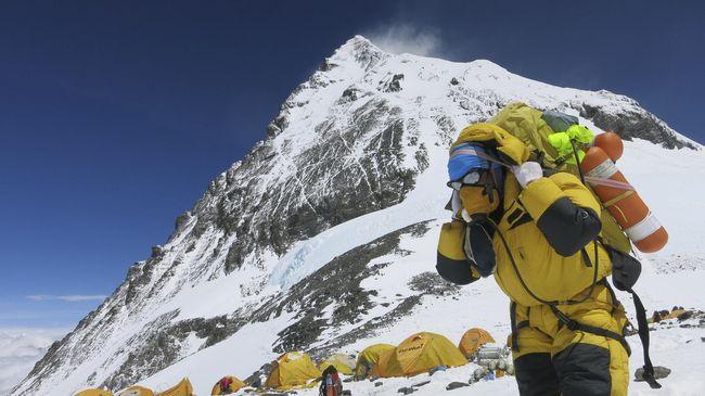 Mendaki Gunung Everest tidak mudah dan juga tidak murah, sehingga butuh persiapan lahir dan batin.