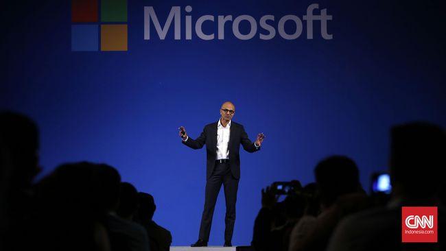 Satya Nadella kini merangkap jabatan sebagai CEO sekaligus direksi di Microsoft.