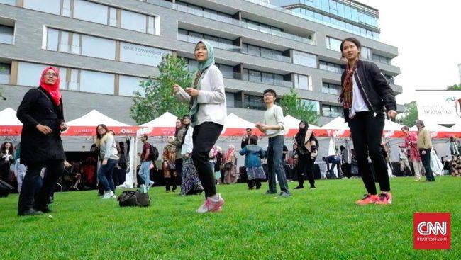 Tarian yang sekaligus dijadikan sebagai gerakan berolahraga ini menghangatkan pembukaan gelaran Indonesian Weekend di tepi Sungai Thames, London.