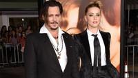 <p>Perceraian pasangan ini diwarnai isu kekerasan dalam rumah tangga (KDRT). Heard mengklaim pemeran film Pirates of the Caribbean itu sering melakukan kekerasan saat berpacaran sampai menikah, begitupun Depp. (Foto: Jason Merritt/Getty Images)</p>