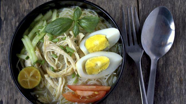 Anda tak perlu jauh-jauh ke daerah asalnya hanya untuk semangkuk soto dan kuah hangatnya yang gurih, berikut rekomendasi soto di Kampung Tempo Doeloe untuk Anda