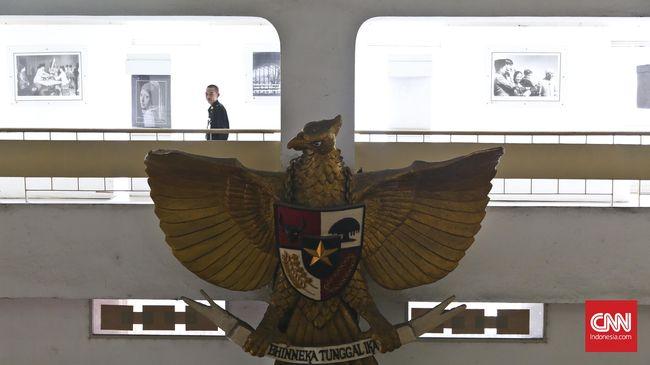 Pancasila adalah dasar negara yang harus diterapkan segenap bangsa Indonesia sepenuhnya, tapi seorang warga mengaku ragu terhadap  elite-elite.