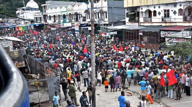 Tiga anggota KNPB ditetapkan sebagai tersangka kasus makar. Kasusnya kini dilimpahkan ke Mapolda Papua untuk diproses di Ditreskrim Umum Polda Papua.
