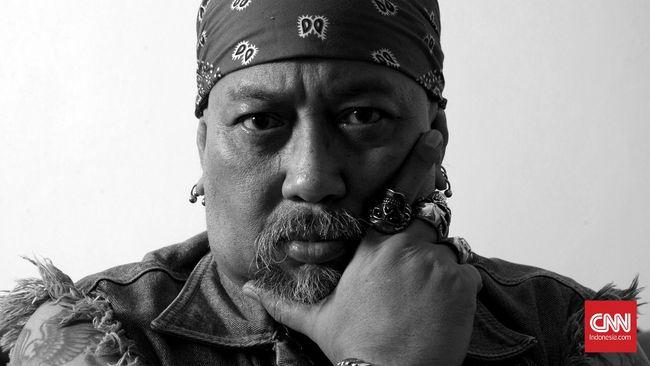 Indrodjojo Kusumonegoro alias Indro Warkop adalah salah satu pendiri Harley-Davidson Club Indonesia, klub moge merek AS terbesar di dalam negeri.