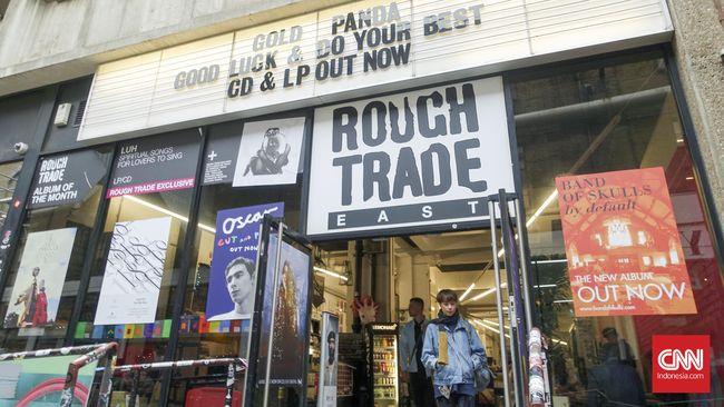 Selain koleksinya lengkap, puluhan toko musik ini juga memiliki sejarah panjang yang membuatnya tetap eksis.
