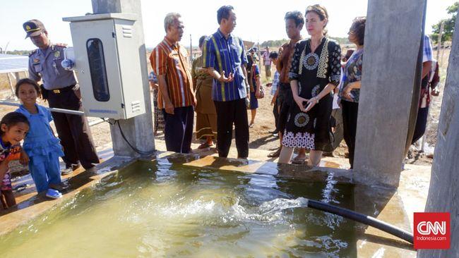 Kekeringan di NTT sudah berlangsung lama. Kondisi tanahnya membuat sulit untuk pengadaan air bersih.