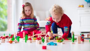 3 Tips Ampuh agar Anak Tak Berebut Mainan