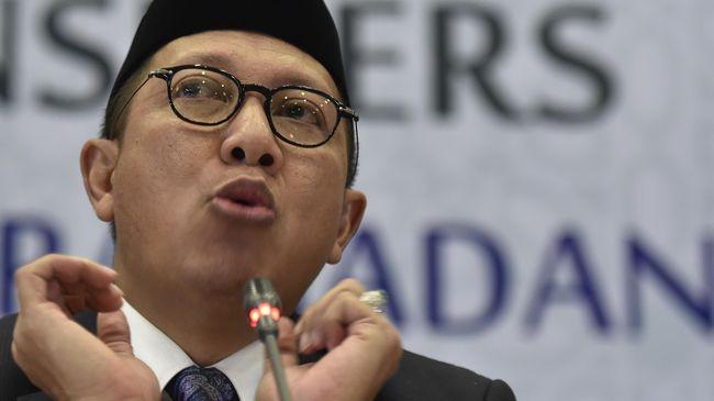 Sekjen Kemenag Nur Kholis menyebut Menag Lukman Hakim Saifuddin siap pasang badan atas sikapnya mendorong Haris Hasanudin lolos seleksi Kakanwil Jawa Timur.