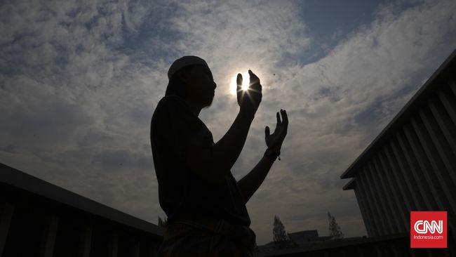 Rukun iman menjadi landasan perbuatan seorang Muslim bagaimanapun keadaannya, termasuk dalam masa pandemi seperti saat ini.