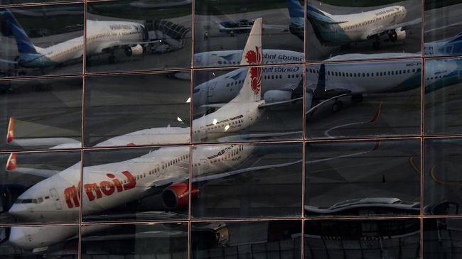 YLKI menilai penurunan tarif batas atas tiket pesawat tak akan ampuh memangkas harga. Sebab, kenaikan harga tiket pesawat rata-rata di atas 100 persen.