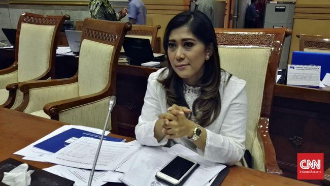 Ketua Komisi I DPR Meutya Hafid menilai UU ITE tidak memerlukan revisi untuk saat ini. Pasalnya, revisi terakhir belum lama dilakukan yaitu 2 tahun lalu.