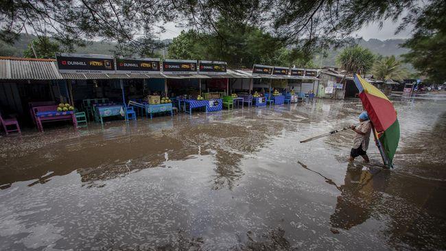 Peringatan sudah diberikan Badan Penanggulangan Bencana Daerah agar warga yang tinggal di kawasan pesisir untuk meningkatkan kewaspadaan.