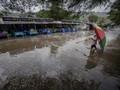 Banjir Rob Semarang Meninggi Lumpuhkan Aktivitas Warga