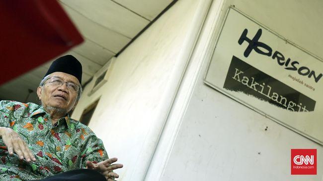 Taufiq Ismail pernah diteriaki saat membacakan puisi soal angka-angka pembantaian PKI di Simposium Nasional Tragedi 1965 di Jakarta.