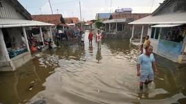Puluhan Rumah Rusak Diterjang Gelombang di Lebak dan Sukabumi
