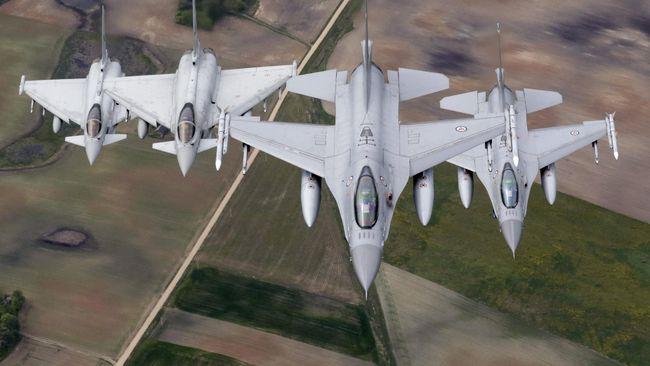 Tabrakan pesawat tempur AU Jerman itu terjadi di dekat pangkalan militer Laage, negara bagian Mecklenburg-Vorpommern saat latihan.