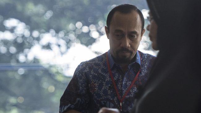 Anggota Komisi V DPR dari Fraksi PAN Andi Taufan Tiro kembali dipanggil penyidik. Sejak ditetapkan menjadi tersangka April lalu, KPK tak kunjung menahannya.