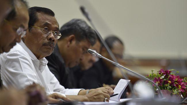 Jaksa Agung Prasetyo menjelaskan percepatan berkas perkara Ahok untuk meredam berbagai pihak yang menuntut kasus segera dibawa ke persidangan.