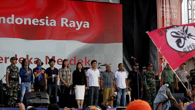 Sejarawan menilai polemik parodi lagu kebangsaan Indonesia Raya bukan masalah esensial yang perlu diperkarakan berkepanjangan, cukup diselesaikan diplomatik.
